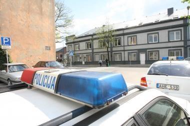 Neblaivus vyras puolė policijos patrulį