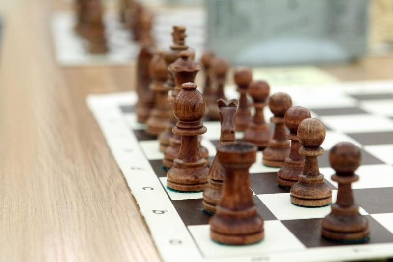 Šachmatų olimpiadoje šešiolikmečiai lietuviai žengia lyderių dešimtuke