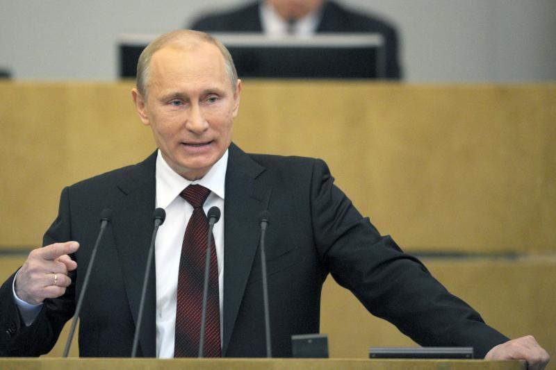 Vienuolis pabučiavo V.Putinui ranką, pareikšdamas pagarbą rusų tautai