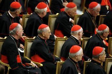 """Seimo """"krikščionis"""" siūlo dalį gyventojų pajamų mokesčio atiduoti Bažnyčiai"""