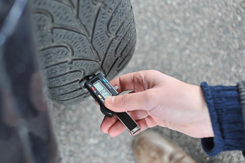 E.Masiulis prašo nebausti vairuotojų, nepakeitusių dygliuotų padangų