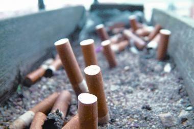 Mirksinčias lentynas cigaretėms kontrolieriai laiko jų reklama