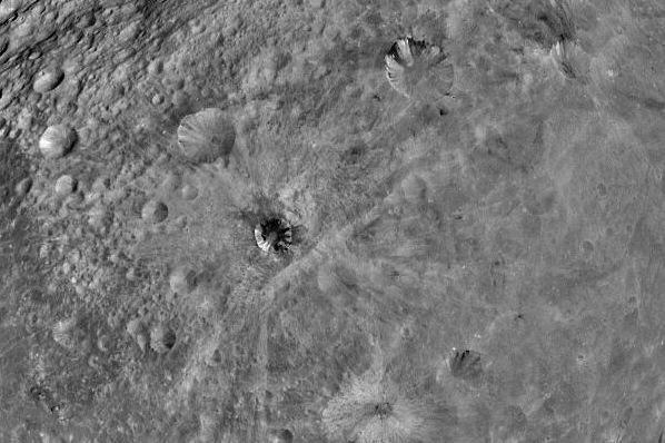 Pro pat Žemę skrieja tik užvakar atrastas asteroidas 2012 XE54