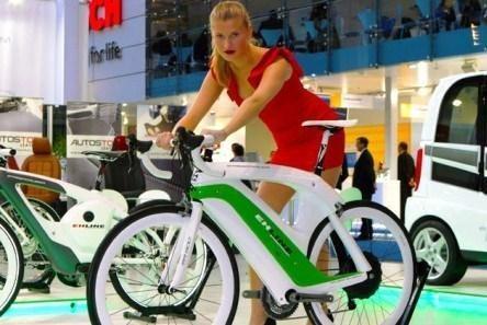 """""""Ferarri"""" tarp dviračių: elektrinis """"Street Racer"""""""