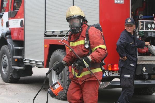 Sostinės ugniagesius ant kojų sukėlė vazone užgesinta cigaretė