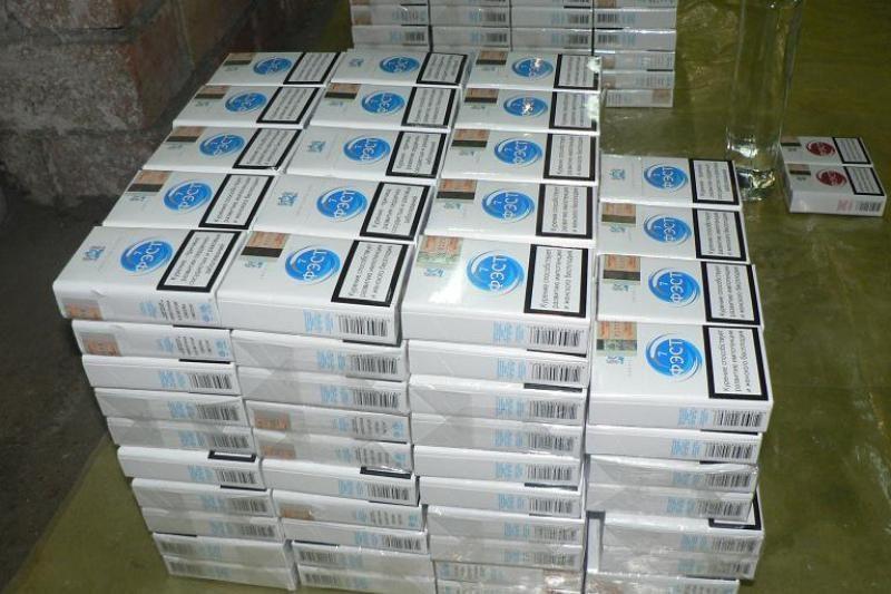 Pasienyje įkliuvusi vilniečių trijulė nešė 9 cigarečių dėžes