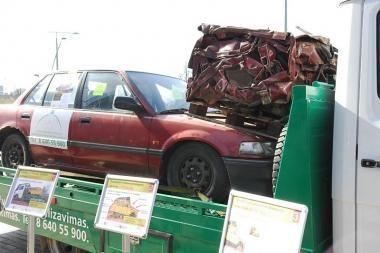 Pradedama akcija, skirta pašalinti iš kiemų apleistiems automobiliams
