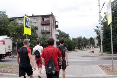 Tarnautojai K.Baršausko gatvėje pėstiesiems įrengė nesaugią perėją (papildyta)