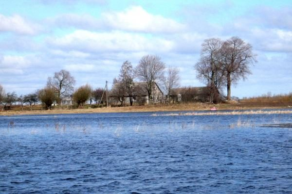 Klaipėdos r. upės slūgsta, pamaryje - tvinsta