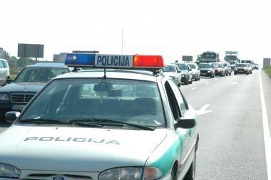 Greitkelyje sulaikyta Klaipėdoje vogta mašina