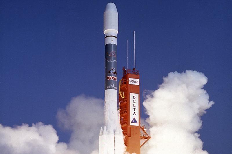 Pietų Korėja trečią kartą mėgina paleisti į orbitą palydovą