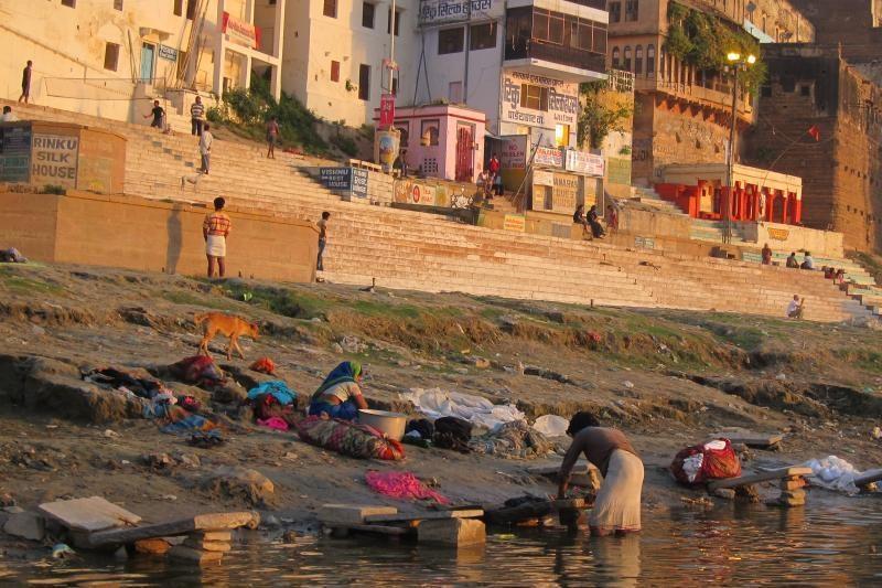 Indijoje dėl šveicarų turistės išžaginimo prisipažino penki kaimiečiai