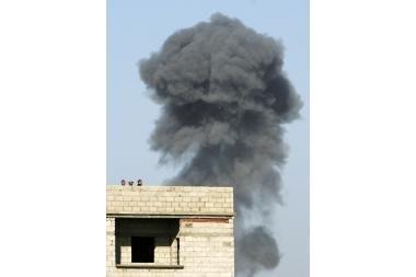 Izraelis atnaujino Gazos ruožo bombardavimus