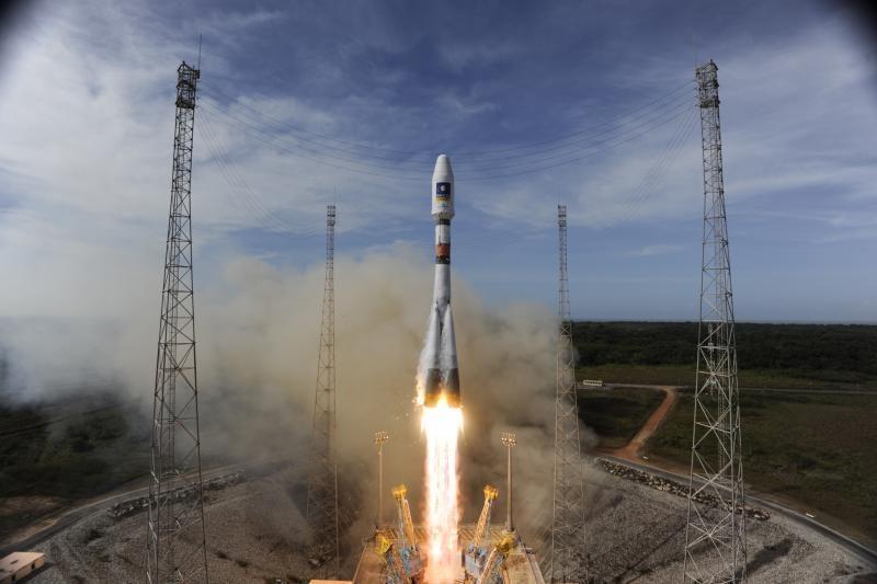 """Raketa """"Sojuz"""" iškėlė du navigacinės sistemos """"Galileo"""" palydovus"""