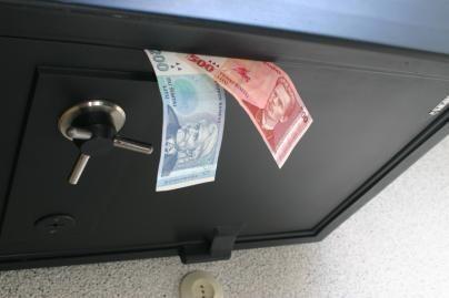 Iš Šilutės r. mero žmonos parduotuvės pavogtas seifas