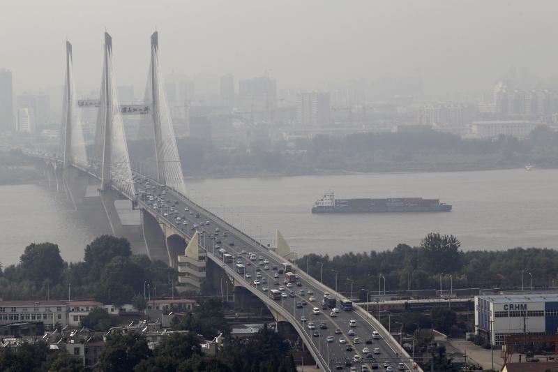 Teršalai Jangdzės upėje Kinijoje sukėlė paniką