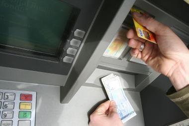 Vagys mėgino pagrobti bankomatą