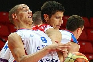 Pirmąją jaunių čempionato dieną užbaigė serbų, ispanų ir graikų pergalės
