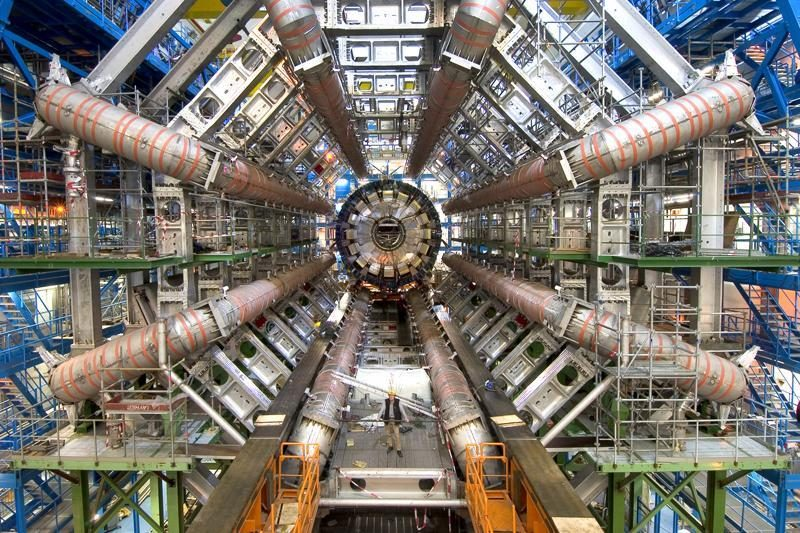 """""""Mokslo sriuba"""" - apie didįjį greitintuvą ir visatos paslaptis"""