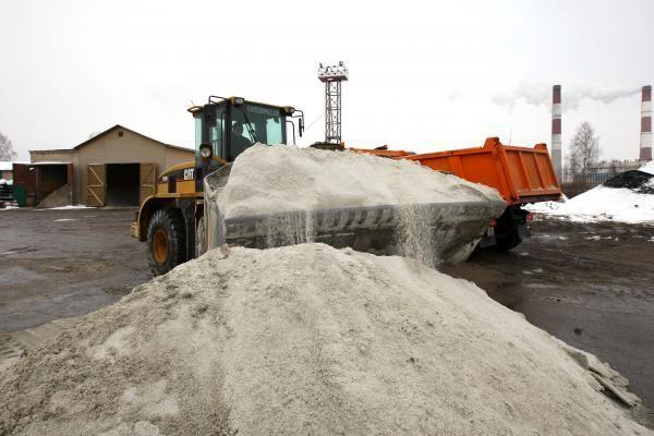 Keliuose - suledėjęs sniegas ir provėžos