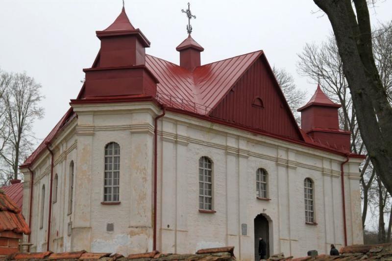Unikali Panevėžiuko bažnyčia švyti nauju stogu