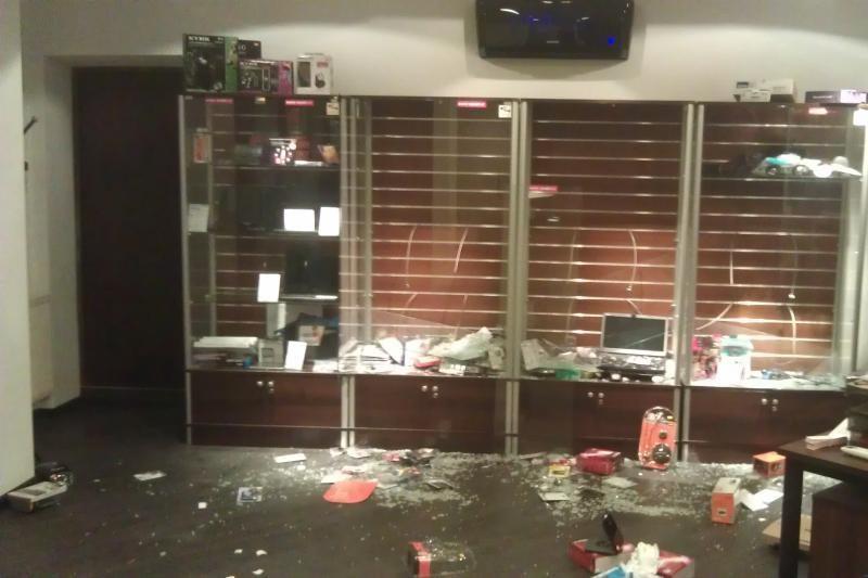 Žaibiškai apvogta nešiojamųjų kompiuterių parduotuvė