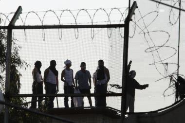 Irake be teismo kalinami dešimtys tūkstančių žmonių