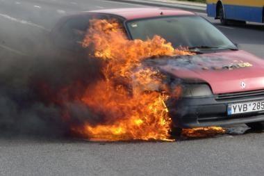 Automobilyje sudegė žmogus