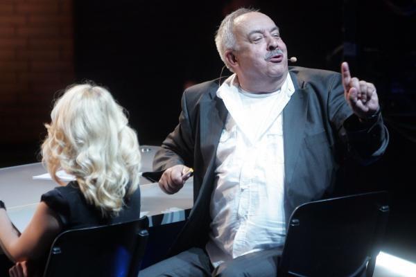 Teatralai išreiškė nepasitikėjimą A. Večerskiu