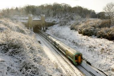 Sniegas Europoje sukėlė tikrą chaosą