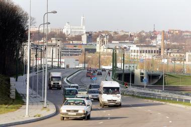 Naujose gatvių atkarpose siūlys padidinti leistiną greitį