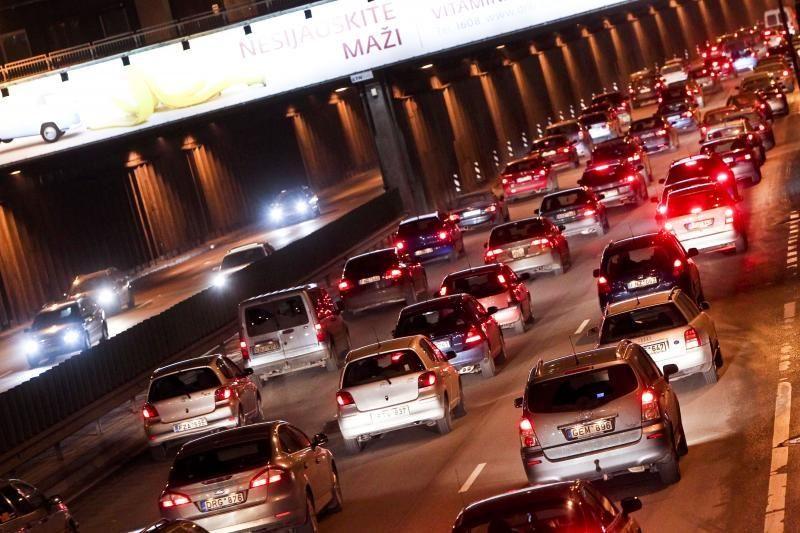 Vilniuje ant Lazdynų tilto įvykusios trys avarijos paralyžiavo eismą