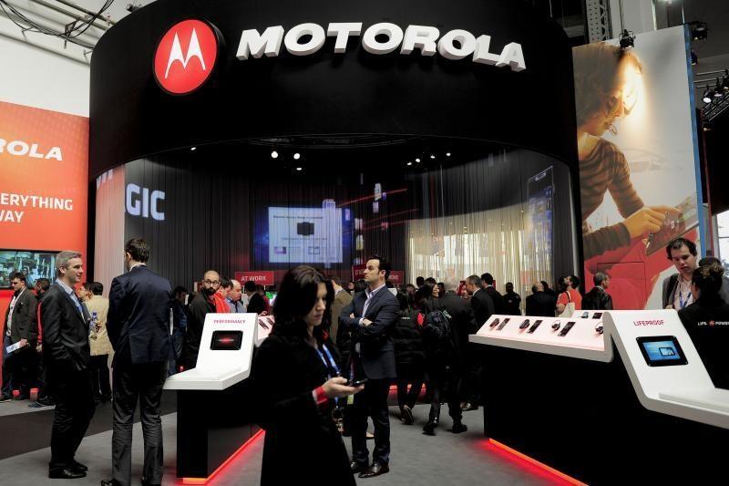 """""""Motorola"""" pristatys išmanųjį telefoną su ekranu be rėmelio?"""