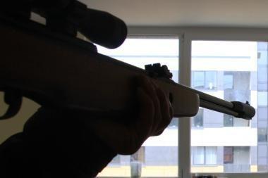 Vilniaus rajone vyras pneumatiniu šautuvu broliui peršovė koją