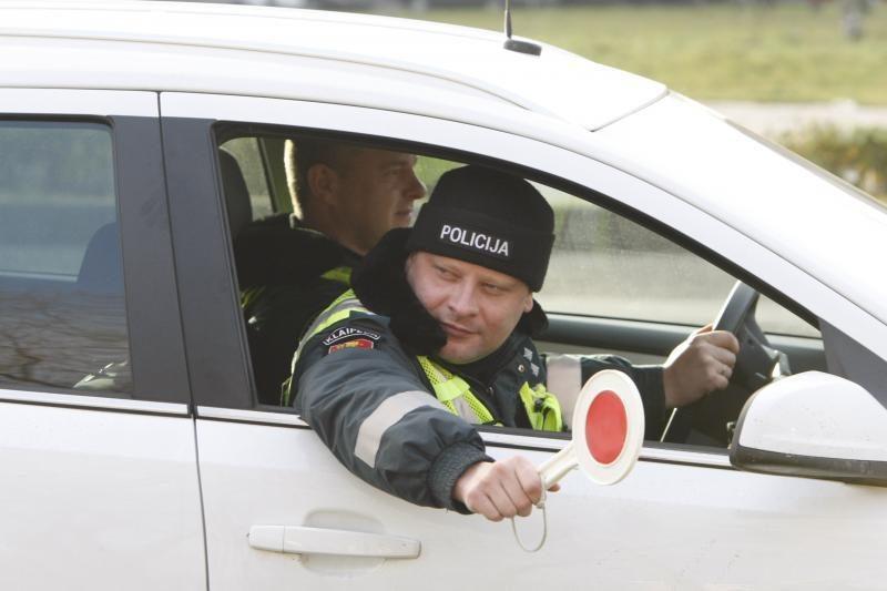 Savaitgalį pričiupti 122 neblaivūs vairuotojai