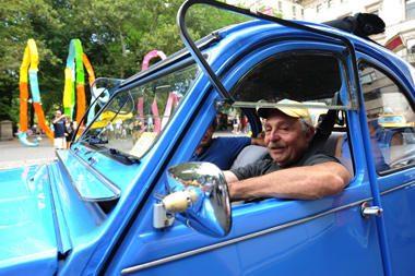 Ar reikia drausti vairuoti vyresnio amžiaus žmonėms?