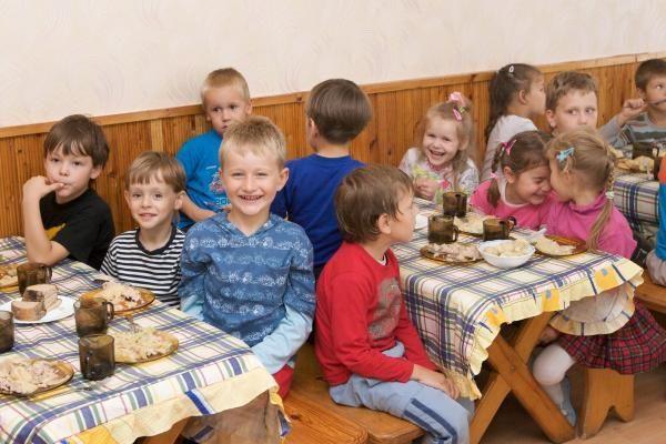 Vilniaus meras ragavo mokyklinių pietų