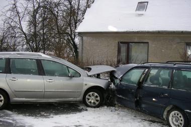 Avarijoje Jakuose – du sužeisti