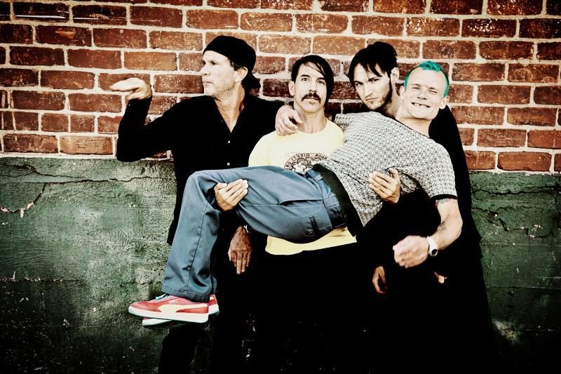 "Į ""Red Hot Chili Peppers"" koncertą – su ūsais"