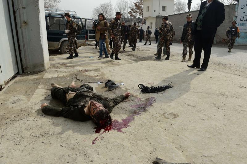 Kabulo ambasadų rajone nušauti du įtariami mirtininkai