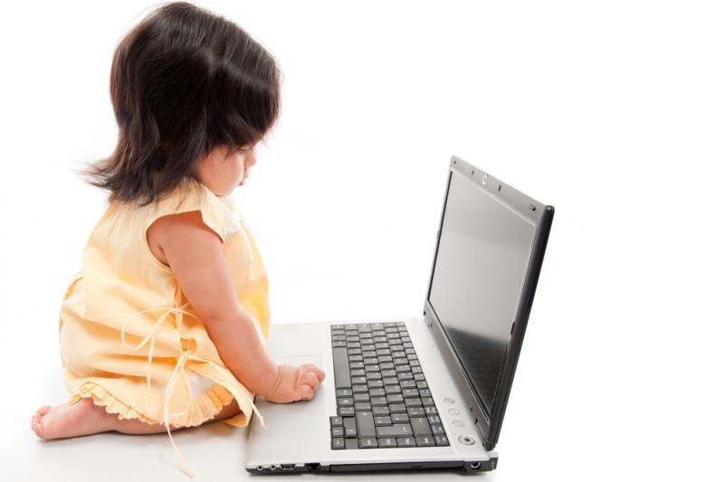 """Rusija kuria """"geležinę uždangą"""" internete dėl vaikų"""