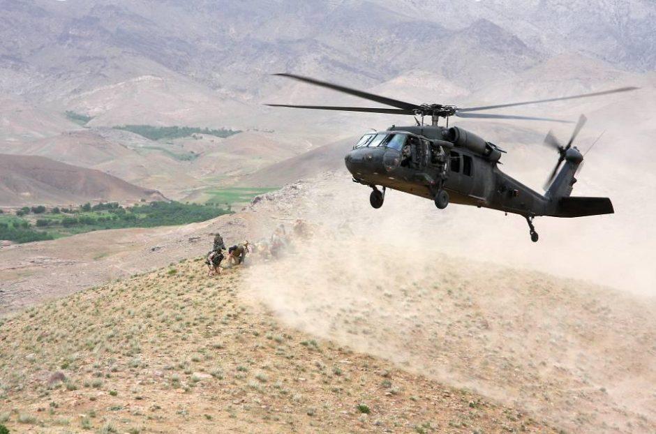 Afganistane sudužusio transporto lėktuvo nuolaužose rasti penki lavonai