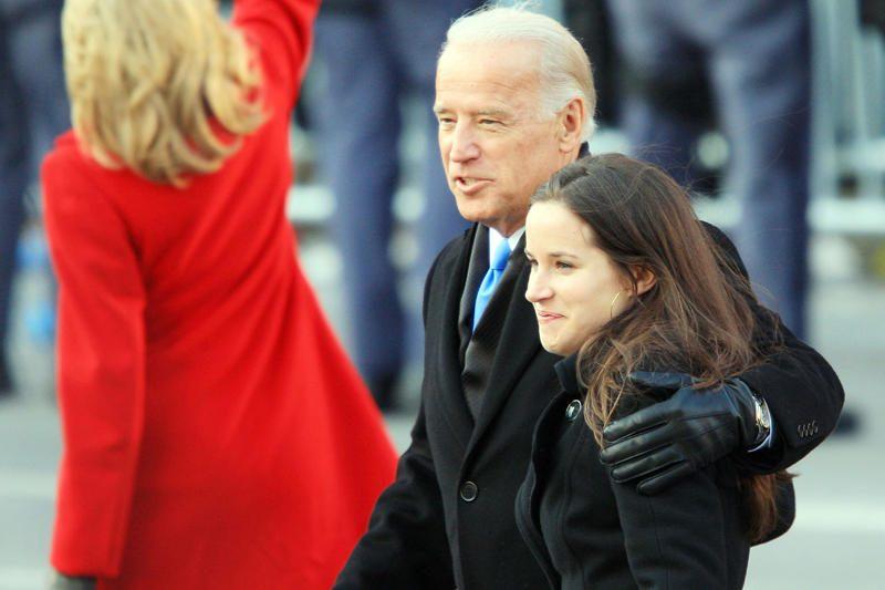 JAV viceprezidentas J.Bidenas rengiasi ištekinti dukrą