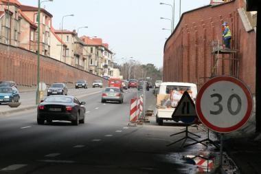 H.Manto gatvėje baigia remontuoti atitvarą
