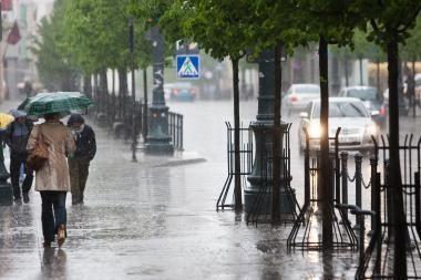 Sostinėje tvarkomi audros padariniai