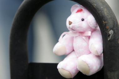 Tėvas savo mažametę dukrą prievartaudavo mašinoje