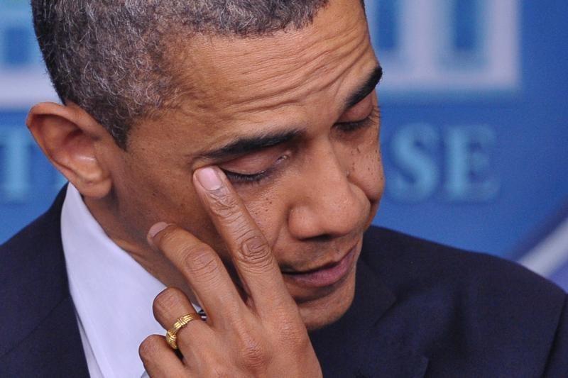 B. Obama: šaudynės Konektikute - blogiausia diena per mano kadenciją