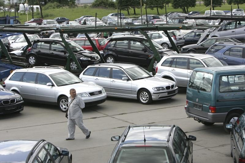 Mažmeninė prekyba lėtėjo dėl vangios prekybos automobiliais