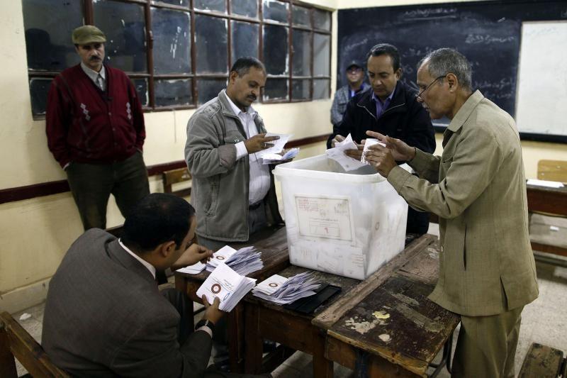 Egipte skelbiami preliminarūs rezultatai referendume dėl konstitucijos