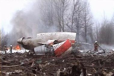 Lenkija prašo Rusijos grąžinti lėktuvo nuolaužas
